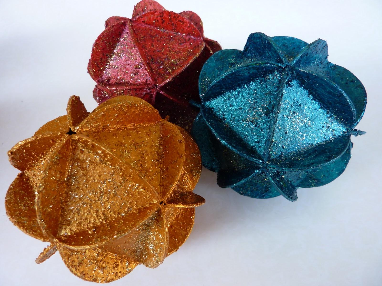 Come fare palline di natale di carta riciclata segreti - Palline di natale fatte in casa ...
